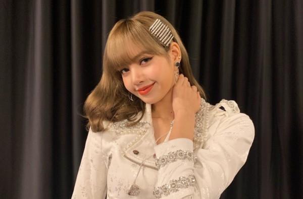 粉墨的Lisa生日,成員發布她的照片,粉絲送出特別禮物