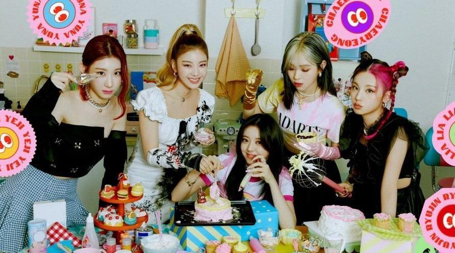 ITZY公開第1張完整專輯《CRAZY IN LOVE》的概念照,成員一起製作蛋糕?