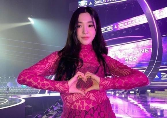 """少女時代Tiffany向「Girls Planet 999」參加者致敬,""""帥氣的少女們……我愛你們"""""""